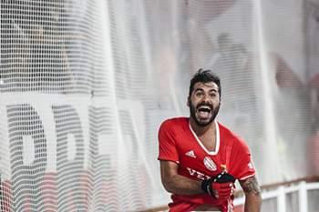 O jogador de Hóquei Patins do Benfica, João Rodrigues festeja um golo contra o Sporting durante a 13ª Jornada do Campeonato Nacional de Hóquei Patins entre o Sport Lisboa e Benfica e o Sporting Clube de Portugal, disputado no Pavilhão 1 do Estádio da Luz, em Lisboa, 28 de Janeiro de 2017. NUNO FOX/LUSA