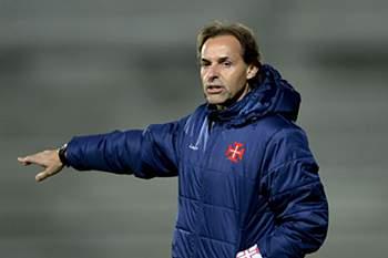 Quim Machado dá indicações durante o jogo entre Belenenses e Sporting.