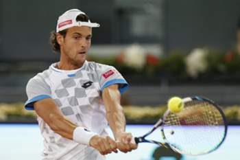 epa04734703 Portuguese tennis player Joao Sousa in action against Swiss Stanislas Wawrinka duringtheir second round match for the Madrid Open tennis tournament at Caja Magica sports pavilion in Madrid, Spain, 05 May 2015. EPA/ALBERTO MARTIN
