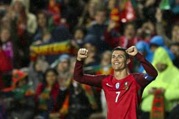 Portugal's player Cristiano Ronaldo celebrates after scoring a goal against Hungary during their 2018 FIFA World Cup Russia group B qualifying soccer match at Luz Stadium in Lisbon, Portugal, 25 March 2017. MIGUEL A. LOPES/LUSA