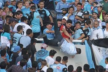 Argentina: adepto atirado da bancada durante o jogo entre o Talleres e o Belgrano