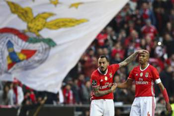 epa05717265 Benfica's Mitroglou celebrates with Luisão (R) after scoring a goal to Boavista during their Portuguese First League soccer match held at Luz Stadium in Lisbon, Portugal, 14 of January 2017.
