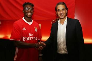 Benfica assina contrato profissional com filho de antiga glória do andebol