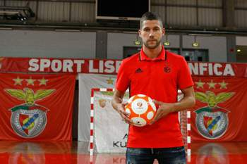 Benfica oficializou a contratação de Raúl Campos.