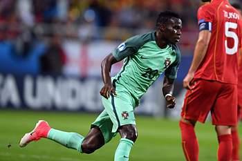 Bruma celebra um dos golos de Portugal no Euro2017 de sub-21.