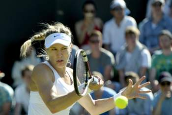 epa04825285 Eugenie Bouchard of Canada in action against Ying-Ying Duan of China during their first round match for the Wimbledon Championships at the All England Lawn Tennis Club, in London, Britain, 30 June 2015. EPA/FACUNDO ARRIZABALAGA