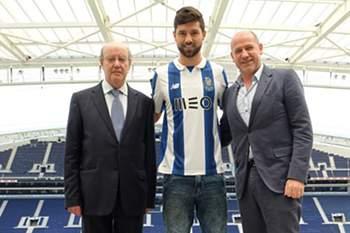 Felipe assina pelo FC Porto