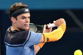 Milos Raonic of Canada returns a ball to Roger Federer of Switzerland during the Men's Final of the Brisbane International Tennis Tournament in Brisbane, Australia, 10 January 2016.