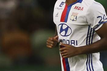 epa05438513 Olympique's Lyon Alexandre Lacazette (L) celebrates after scoring a goal during the friendly soccer match between Sporting and Olympique Lyon at Alvalade Stadium, in Lisbon, Portugal, 23 July 2016. EPA/MARIO CRUZ
