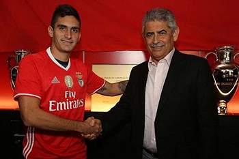 Guillermo Celis falou pela primeira vez como jogador do Benfica