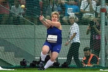 epa05513312 Poland's Anita Wlodarczyk stes a new world record in the women's Hammer Throw competition as part of the Kamila Skolimowska Memorial athletics meeting at the National Stadium in Warsaw, Poland, 28 August 2015. EPA/Bartlomiej Zborowski POLAND OUT