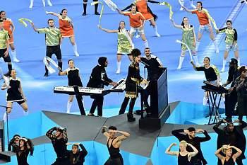 A cantora norte-americana animou o arranque da final da Champions
