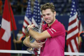 epaselect epa05535750 Stan Wawrinka of Switzerland celebrates with the championship trophy after defeating Novak Djokovic of Serbia during the men's final on the final day of the US Open Tennis Championships at the USTA National Tennis Center in Flushing Meadows, New York, USA, 11 September 2016. The US Open runs through September 11.