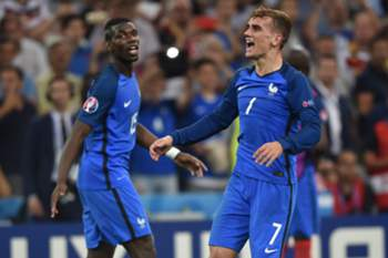 epa05414012 Antoine Griezmann (R) of France celebrates after scoring the 2-0 goal during the UEFA EURO 2016 semi final match between Germany and France at Stade Velodrome in Marseille, France, 07 July 2016. (RESTRICTIONS APPLY: For editorial news reporting purposes only. Not used for commercial or marketing purposes without prior written approval of UEFA. Images must appear as still images and must not emulate match action video footage. Photographs published in online publications (whether via the Internet or otherwise) shall have an interval of at least 20 seconds between the posting.) EPA/PETER POWELL EDITORIAL USE ONLY EDITORIAL USE ONLY