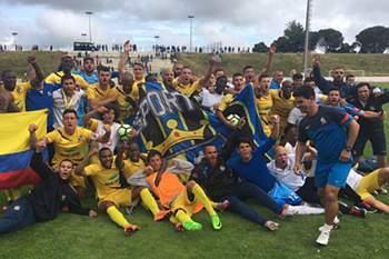 Real Massamá festeja subida à II Liga