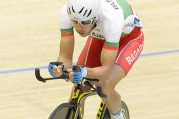 epa04979971 Rui Oliveira from Portugal competes in the Men's Omnium Race II during the UCI European Track Cycling Championships in Grenchen, Switzerland, 16 October 2015. EPA/ANTHONY ANEX