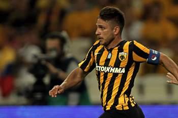 Platellas bisou na vitória do AEK Atenas sobre o Larisa.