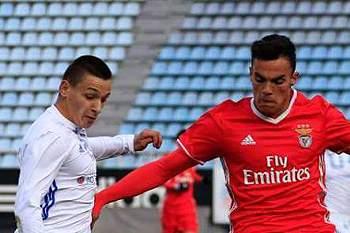 Dínamo de Kiev venceu Benfica por 2-1.