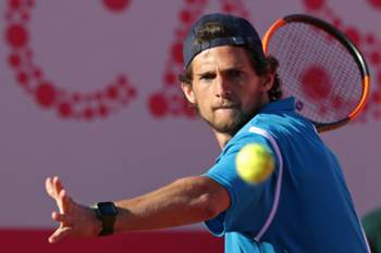 epa05941017 Pedro Sousa of Portugal returns a ball to Paul-Henri Mathieu of France during their first round match of the Estoril Open in Cascais, Estoril, Portugal, 02 May 2017. EPA/TIAGO PETINGA EPA/TIAGO PETINGA