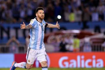 epa05866867 Argentina's player Lionel Messi celebrates after scoring a goal during a Russia 2018 World Cup qualifying match between Argentina and Chile in Buenos Aires, Argentina, 23 March 2017. EPA/Juan Ignacio Roncoroni