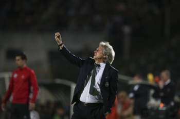 Sporting's head coach Jorge Jesus reacts during the Portuguese First League soccer match against Vitoria de Setubal at Bonfim Stadium, in Setubal, Portugal, 14 April 2017. MARIO CRUZ/LUSA
