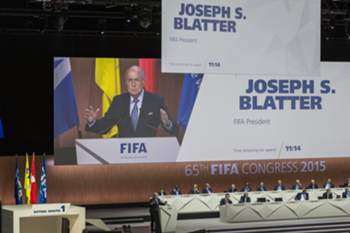 epa04774253 FIFA President Joseph Blatter (C) speaks during the 65th FIFA Congress at the Hallenstadion in Zurich, Switzerland, 29 May 2015. The FIFA Congress will elect the FIFA president. EPA/PATRICK B. KRAEMER