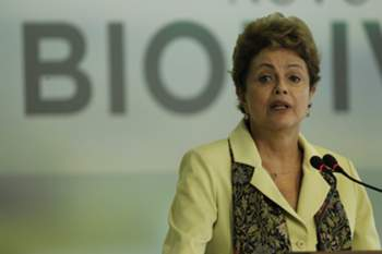 epa04758814 Brazilian President Dilma Rousseff speaks during an event in Brasilia, Brazil, 20 May 2015. Rousseff approved a law that will make industries easier the access and using of biodiversity in the country, a measure supported by pharmaceutical labs and criticized by indigenous communities and ecologist groups. Rousseff also said native tribes will receive economic compensations over their natural sources and wisdom. EPA/FERNANDO BIZERRA JR.