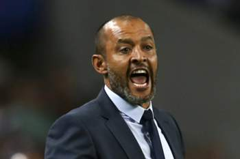 FC Porto's head coach Nuno Espirito Santo reacts during the UEFA Champions League Play off First Leg macth between FC Porto and Roma held at Dragao stadium in Porto, Portugal, 17 August 2016. ESTELA SILVA/LUSA