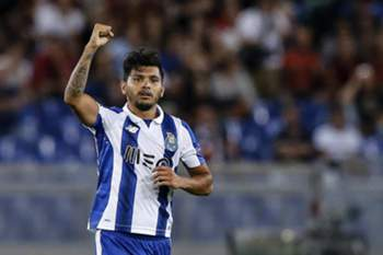 epa05507940 Porto's Jesus Corona celebrates after scoring a goal during the UEFA Champions League qualification playoff round second leg soccer match between AS Roma and FC Porto at Stadio Olimpico in Rome, Italy, 23 August 2016. EPA/ANGELO CARCONI