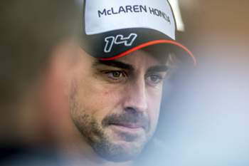 epa05237716 Spanish Formula One driver Fernando Alonso of McLaren-Honda talks to media at the paddock of the Bahrain Formula One Grand Prix at the Sakhir circuit near Manama, Bahrain, 31 March 2016. The 2016 Formula One Grand Prix of Bahrain will take place on 03 April 2016. EPA/SRDJAN SUKI