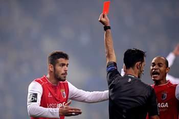 Carlos Xistra expulsa Artur Jorge no FC Porto-SC Braga