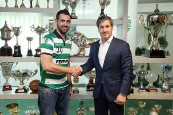 Vítor Hugo assina contrato com o Sporting