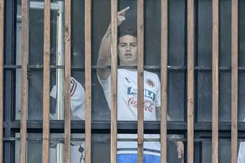 Gesto de James Rodríguez causa polémica na Colômbia