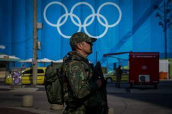 epa05452243 A Brazilian soldier stands guard outside the Beach Volleyball stadium on Copacabana beach during a training session, Rio de Janeiro, Brazil, 02 August 2016. The Rio 2016 Olympic Games take place from 05 to 21 August. EPA/DIEGO AZUBEL