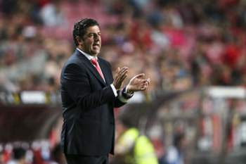 Benfica's head coach Rui Vitoria reacts during the Portuguese First League soccer match against Belenenses held at Luz stadium in Lisbon, Portugal, 11 September 2015. MIGUEL A. LOPES/LUSA
