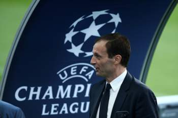 Juventus head coach Massimiliano Allegri during the teams training session at Dragao's Stadium in Porto, Portugal, 21 February 2017. Juventus will face FC Porto on 22 February for the UEFA Champions League. ESTELA SILVA/LUSA