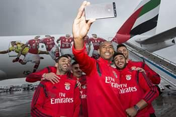 A companhia aérea recebeu o plantel para conhecer o avião decorado com as fotografias dos jogadores