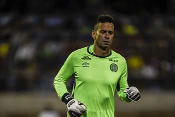Artur Moraes mostrou-se indignado com os cânticos dos Super Dragões sobre a Chapecoense e o Benfica.