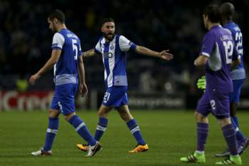 FC Porto's Miguel Layún (2-L) reacts with his teammate Danilo Pereira (R) during the UEFA Europa League round of 32, second leg soccer match between FC Porto and Borussia Dortmund at Dragao stadium, in Porto, Portugal, 25 February 2016. ESTELA SILVA/LUSA