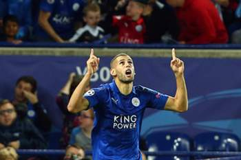 epa05559003 Islam Slimani of Leicester City celebrates after scoring the 1-0 goal during the UEFA Champions League Group G match between Leicester City and FC Porto at the King Power Stadium in Leicester, Britain, 27 September 2016. EPA/TIM KEETON