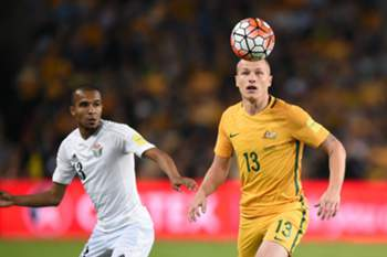 epa05234405 Aaron Mooy (R) of Australia controls the ball during the 2018 FIFA World Cup Group B qualifying match between Australia and Jordan at the Sydney Football Stadium, in Sydney, Australia, 29 March 2016.