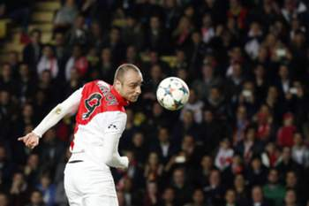 epa04666679 Dimitar Berbatov of AS Monaco in action during the UEFA Champions League round of 16 second leg soccer match between AS Monaco and Arsenal FC at Louis II Stadium, in Monaco, 17 March 2015. EPA/YOAN VALAT