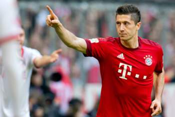 epa04993304 Munich's Robert Lewandowski celebrates his 3-0 goal during the German Bundesliga soccer match between Bayern Munich and 1. FC Koeln in the Allianz Arena in Munich, Germany, 24 October 2015. EPA/SVEN HOPPE (EMBARGO CONDITIONS - ATTENTION - Due to the accreditation guidelines, the DFL only permits the publication and utilisation of up to 15 pictures per match on the internet and in online media during the match)