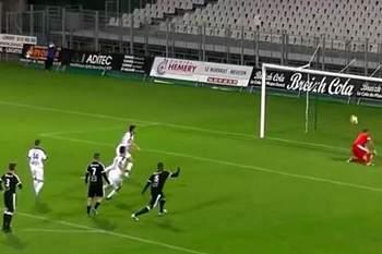 Um penálti que estava destinado a não ser golo. Vitória do Vannes OC sobre o TA Rennes por 3-0