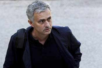"Manchester United head coach Jose Mourinho arriving to Faculty of Human Kinetics of Lisbon University to give a lesson to a post-graduation class on ""High Performance Football Coaching"", in Lisbon, Portugal, 31 May 2016. PEDRO NUNES/LUSA"