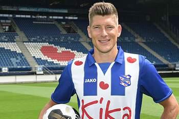 Stijn Schaars, internacional holandês de 32 anos, assinou esta segunda-feira pelo Heerenveen por duas temporadas, com mais outra de opção.