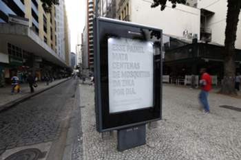 epa05283409 View of a billboard created and set up by Brazilian advertising company NBS to attract and kill the Aedes aegypti mosquito, responsible for spreading the Zika and the Dengue virus, in Rio de Janeiro, Brazil, 29 April 2016. The billboard reads 'This billboard kills hundreds of Zika mosquitoes everyday'. EPA/MARCELO SAYAO