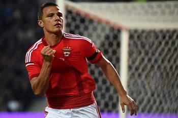 """Lima. """"Vou convencer o xeque a contratar uns jogadores do Benfica"""""""