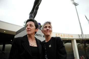 Rosa Mota (L) and Joan Benoit, former competitors of Norwegian long distance runner Grete Waitz, stand together before a memorial service for the race legend, on May 11, 2011, at Bislet Stadium in Oslo. Waitz, who died of cancer on April 19, won nine New York marathons and one world title during her career. AFP PHOTO / SCANPIX NORWAY / THOMAS WINJE OIJORD