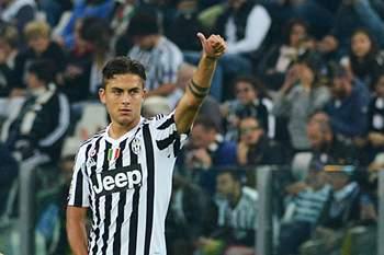 Paul Dybala da Juventus celebra um golo frente ao Bolonha.